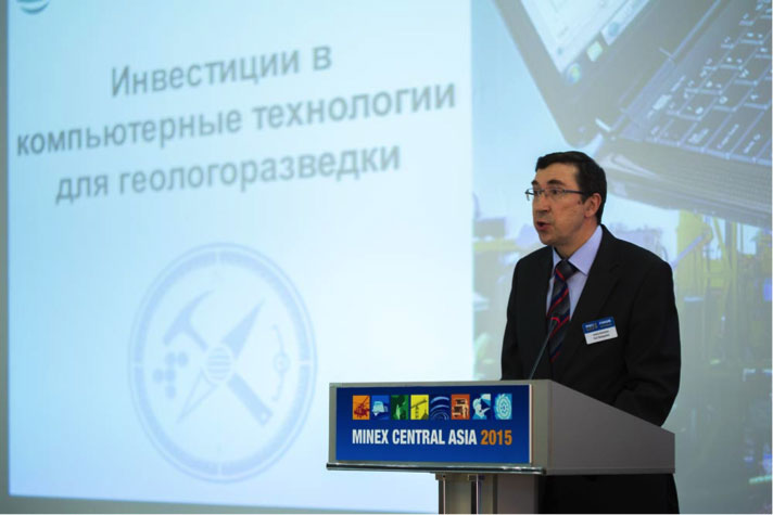 _Commercial-presentation-at-Business-Podiums